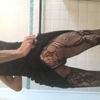 Belle travestie disponible pour jeunes males tops masculins